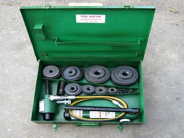 "GREENLEE 7310 1/2""-4"" KO SET"